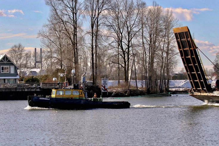 """Stormaway Towing Ltd.'s tugboat """"Stormaway V"""" tows a barge in the North Arm of the Fraser River. Click image to enlarge."""