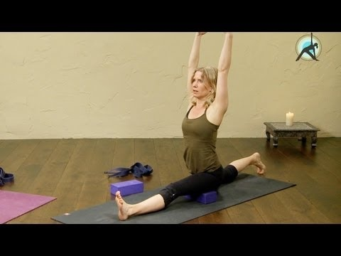 splits pose / hanumanasana a yoga routine that will help