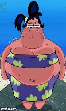 Ja, Patrick hat eine große und sehr starke Schwester, die Sam heißt – und die immer nur in sehr kurzen Sätzen spricht.