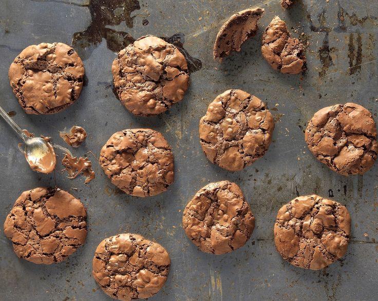 Photo credit: G. Drakopoulos Σε μπεν μαρί ή στο φούρνο μικροκυμάτων για 1 με 1,5 λεπτά λιώνουμε το βούτυρο με τη σοκολάτα. Καλό είναι να σκεπάσουμε το μπολ με μεμβράνη για...