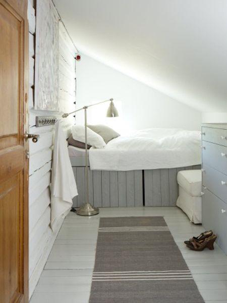 25 best ideas about small attic room on pinterest small attics small attic bedrooms and - Loft bed met opbergruimte ...