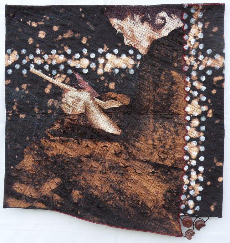 Geneviève Attinger:  Déesse du chocolat Toile de coton, coton à broder, teintures artisanales chlore et peinture acrylique, pâte polymère piqué libre: peinture à la machine à coudre