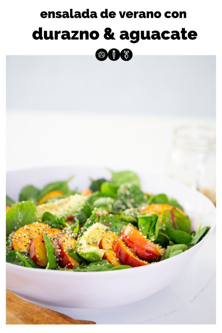 Esta ensalada de verano con duraznos y aguacate es para todos los gustos. Es super fácil de hacer y lo mejor es que queda deliciosa con esta vinagreta o con cualquier otra. Es fresca, nutritiva y perfecta para verano. #ensalada,#comidadeverano,#comidalight,#vegano,#vegana,#recetavegana, #recetaveganafacil Green Salad Recipes, Summer Salad Recipes, Healthy Salad Recipes, Summer Salads, Paleo Recipes, Vegetarian Salad, Easy Recipes, Grilled Corn Salad, Fennel Salad