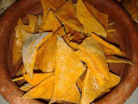 Acá dejamos una receta facilísima de nachos para una picada con amigos o para compartir con quienes quieran!     Ingredientes:  -1 taza de h...