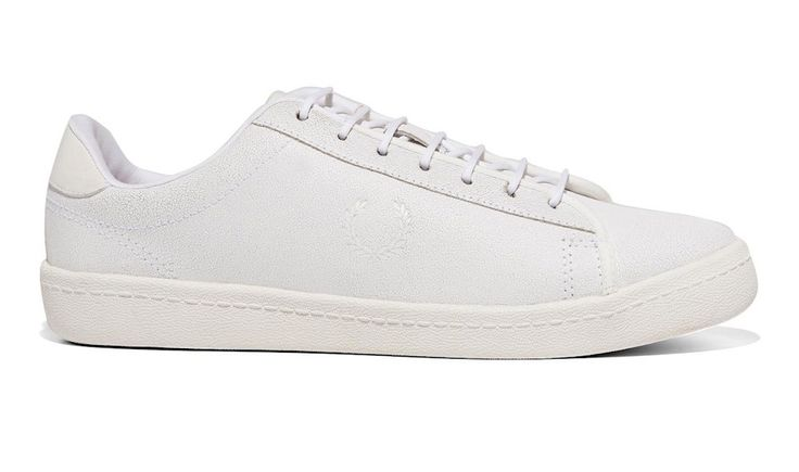 Fred Perry parie sur la sneaker blanche avec sa collection Exhibition - http://www.leshommesmodernes.com/fred-perry-parie-sur-la-sneaker-blanche-avec-sa-collection-exhibition/