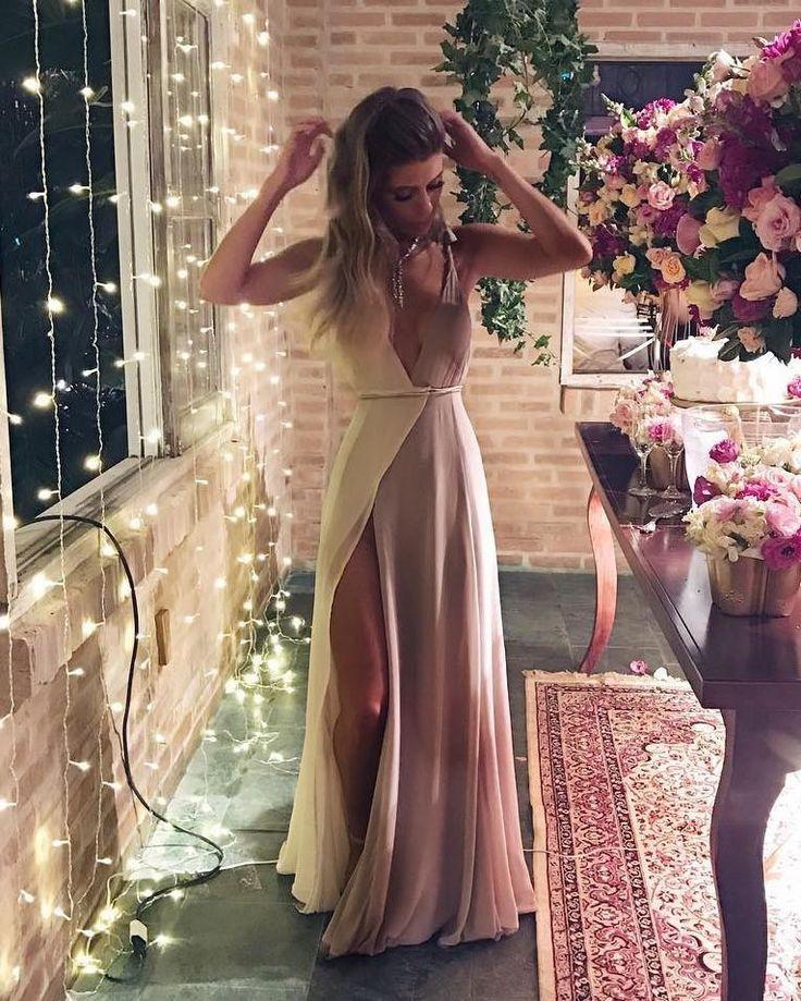 O Dress Chloe é feito com tecido importado, com forro duplo especial que não marca. Detém um formato muito inteligente de envelope, que abraço o corpo, se adequando perfeitamente ao corpo. #LABDRESS