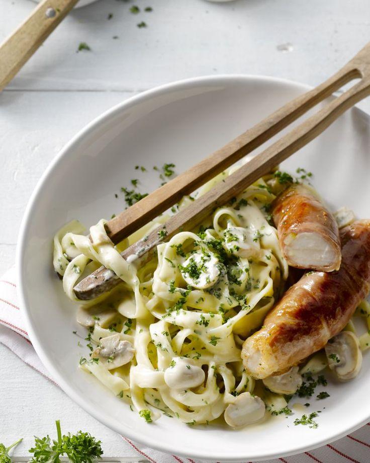 Het lekkerste stukje van konijn, de  filet wordt omwikkeld met plakjes parmaham. Daarbij komt tagliatelle met  champignons. Een Italiaanse topper!