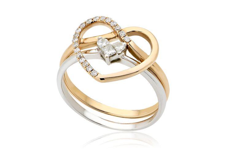 Trinity Of Love Ring Διπλό δαχτυλίδι Καρδιά: 1) Δαχτυλίδι Καρδιά με διαμάντια μπριγιάν κοπής 0,14CT σε ροζ χρυσό 18K. 2) Δαχτυλίδι Καρδιά με διαμάντια princess και half moon κοπής 0,14CT σε λευκό χρυσό 18K.Price:600,00 €
