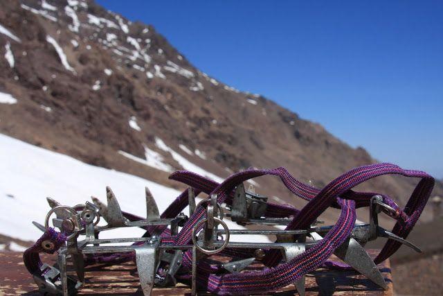 Nos dois dias seguintes, fomos para a montanha… Queríamos escalar o Toubkal, cume mais alto do Norte de África, com 4167 m de altitude. No Inverno, tarefa só possível para alpinistas profissionais; no Verão acessível a qualquer pessoa com boa preparação física; na Primavera (com ainda alguma neve na montanha) acessível a alpinistas amadores… Como …