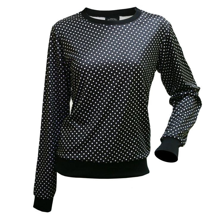 Sudadera Dion Sudadera sportwear de diseño muy refrescante con estampado 'polka dots', con topos blancos sobre fondo negro. Está confeccionada con tejido suave y ligero de poliéster que la hace perfecta para los días fríos. Disponible en tallas XS a XL