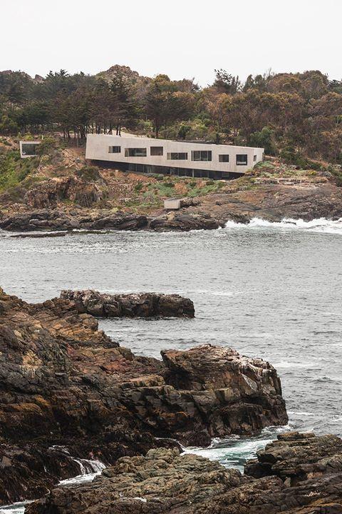 @ArchDaily : Bahia Azul House / Felipe Assadi  Francisca Pulido See the full project at https://t.co/waIJ7bEpN7 Image  Fernando Alda https://t.co/XtCryLbUHy