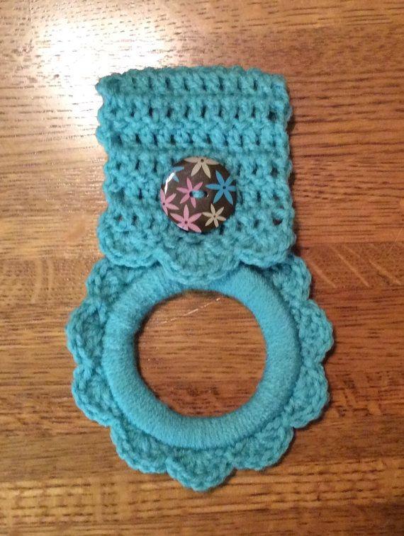 Kitchen towel hanger crochet towel hanger by Yarnhotoffthehook #KitchenTowelholder #Handmade #alexpals