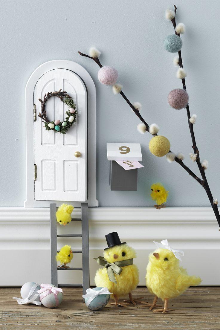 Chicken door www.panduro.com #DIY #nissedörr #elf door #easter #chicken #nissedør #pixiedoor #fairy #garden