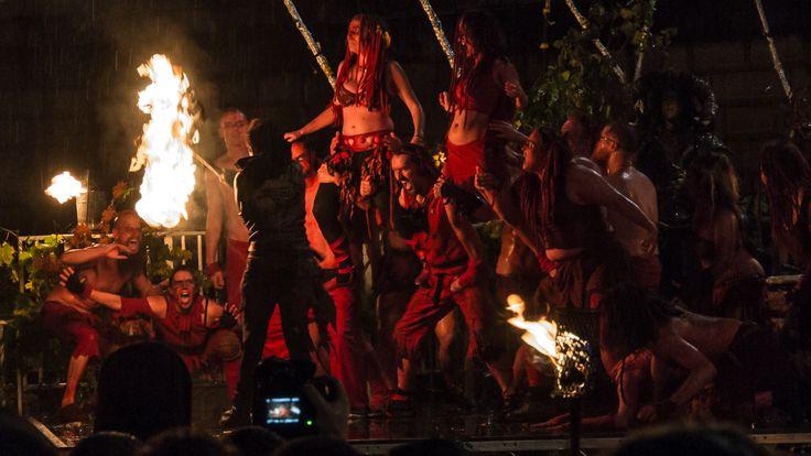 Edinburgh feiert Halloween anders. Beim Samhuinn-Festzug mit Bühnenshow wird der Wechsel zwischen Sommer und Winter symbolisiert. Wir waren dabei.