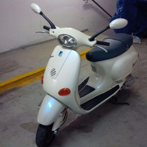 Vespa ET4 White and Blue - http://www.gezn.com/vespa-et4-white-and-blue.html