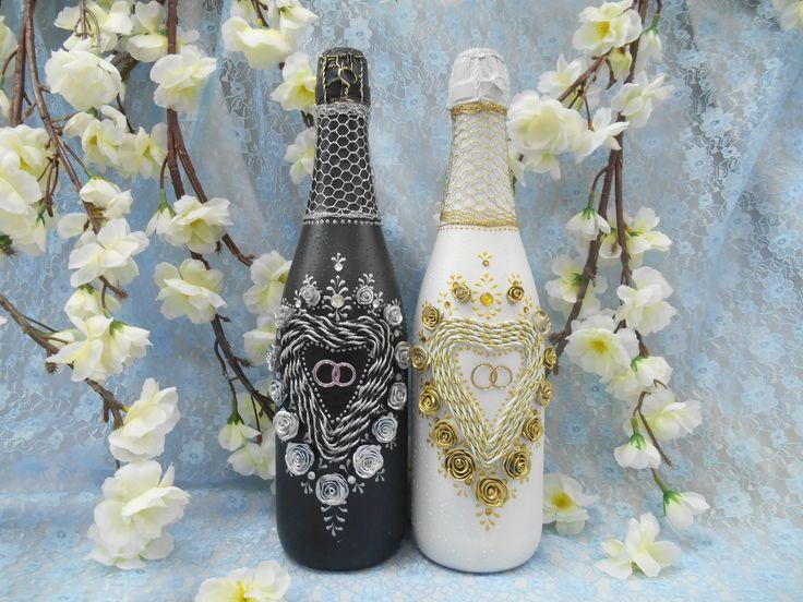 """Свадебные бутылки из коллекции """"Жизненный путь""""  в стилистике черно-белой свадьбы."""