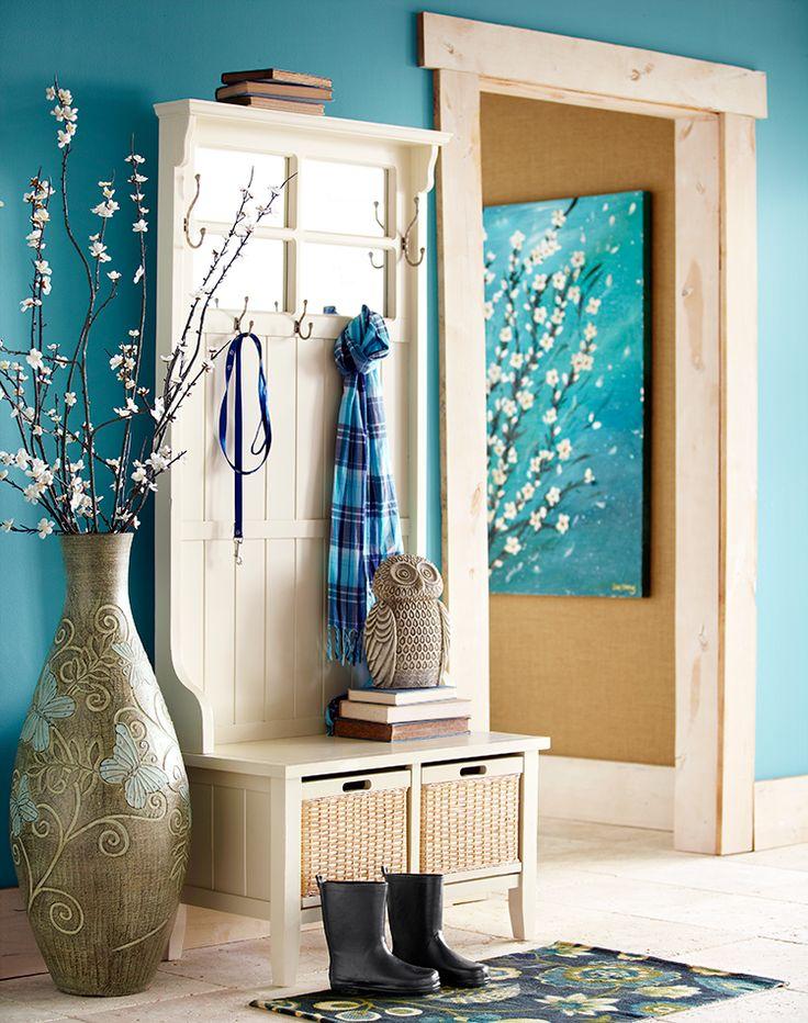 Large Foyer Vases : One or two details—like a huge vase—can add personality to