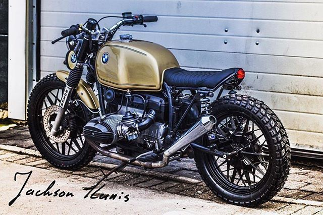 Did this one last year, now proudly owned by @lucdeclerck  Photo by @jacksonkunis  #r100 #caferacer #iwc16 #caferacergram #caferacerxxx #caferacerworld #caferacerporn #bmw #bmwcaferacer #caferacer #motor #iwcmotorcycles #vintagemotorcycle #caferacerculture #bike #caferacers #oldtimer  #caferacersofinstagram #vintage #bikersofinstagram #caferacerclub #croig #ridecafe59 #ninetynineco #bmwmotorad #dropmoto #golden