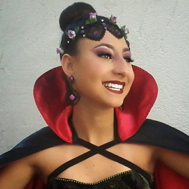 Maquiagem, penteado e produção da fantasia de  Vampira Diva que fiz na minha irmã Maria Gabriela ♥ #maquiagem #vampira #makeup #penteado #coquedonut #instamakeup #flowercrown #vult #diva #coquerosquinha #lacecrown #halloween #festaafantasia #arraialdajuda #basematte #maquiagembrasil #batommatte #diva #maquiagemartistica #vampire #makeupaddict #festadehallowen #hairstyle #sockbun #lipstick #vamp #vampiremakeup #vampirecostume #mundodamaquiagem #amomaquiagem #amomaquiar
