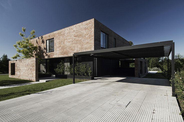 Arquitectura en ladrillo visto: casa unifamiliar de Estudio BaBO   Interiores Minimalistas