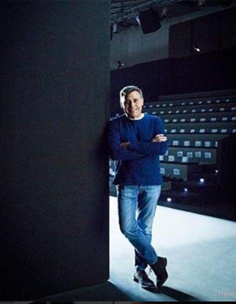 El diseñador veterano Ángel Schelesser en el backstage