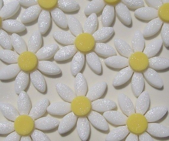 Edible Sparkly Daisy Cake Flowers by TheLilDetails on Etsy, $12.99