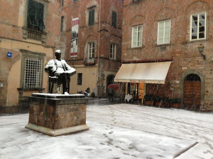 Piazza Cittadella (Puccini Monument) nel Lucca, Toscana