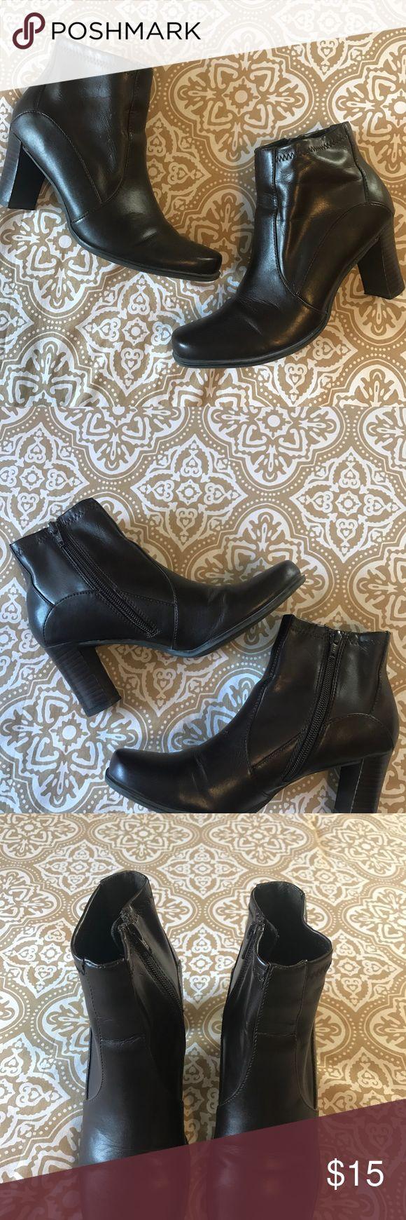 ETIENNE AIGNER-BROWN-ANKLE BOOTIES-7- ZIP ETIENNE AIGNER-BROWN-ANKLE BOOTIES-7- ZIP CLOSURE- 2 3/4 - 3in HEEL- Perfect condition! Etienne Aigner Shoes Ankle Boots & Booties