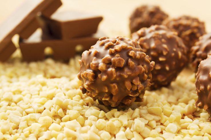 Healthier Homemade Ferrero Rocher Truffles #vegan #chocolate #healthy