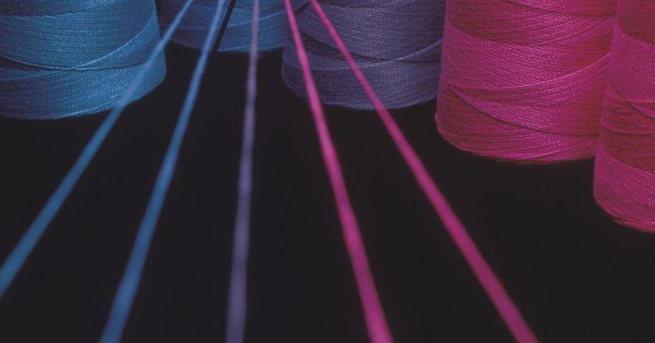 Processo de tingimento por esgotamento. O tingimento por esgotamento, também conhecido como tingimento descontínuo, é o processo mais utilizado no comércio para o tingimento de tecidos.