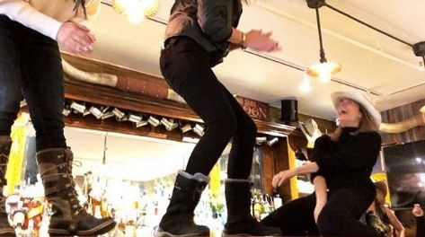 17 Years Later LeAnn Rimes Recreates Coyote Ugly Bar Scene