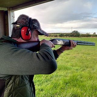 This is a beginners Clay Pigeon Shooting package, comprising of 25 clay guns and ammunition supplied.