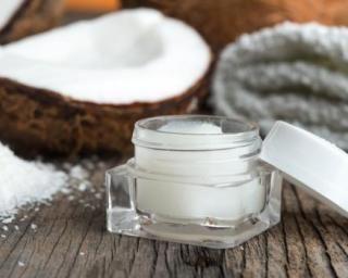Crème minceur à la noix de coco pour le corps : http://www.fourchette-et-bikini.fr/recettes/recettes-minceur/creme-minceur-la-noix-de-coco-pour-le-corps.html