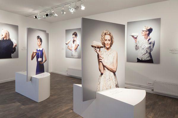 Les Filles à Fromages de Thomas Laisné à la Milk Factory, une exposition photographique qui rassemble des amatrices de fromages, scénographie Ich&Kar