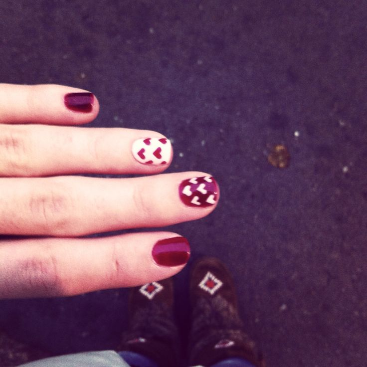 Red nails with hearts