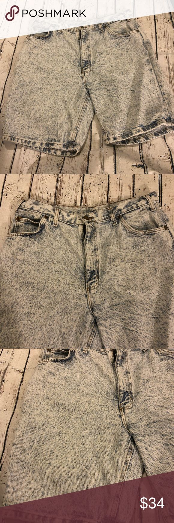 80's 90's Vintage Men's Acid Wash Jeans Shorts 34 Men's  Bristol Blues  Authentic 80's / 90's  Acid Wash  Jean shorts  Size 34  Mild signs of wear  Great condition for age No stains tears or holes  No weird odors  Smoke free pet free home Vintage Jeans Straight