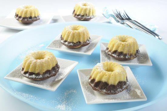 Mini-Marmor-Gugelhupfe aus der Silikonform Rezept   Dr. Oetker Zutaten für das Rezept Mini-Marmor-Gugelhupfe aus der Silikonform Für die Silikon Mini Gugelhupfform 6er: etwas Fett All-in-Teig: 100 g Weizenmehl ½ gestr. TL Dr. Oetker Original Backin 50 g Zucker 1 Pck. Dr. Oetker Vanillin-Zucker 50 g weiche Butter oder Margarine 2 Eier (Größe M) Außerdem: 1 EL Dr. Oetker Kakao für den dunkeln Teig