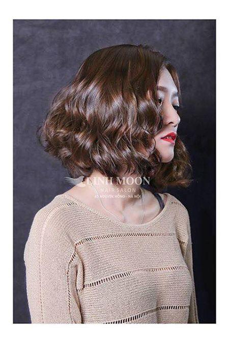 Các kiểu tóc xoăn sóng ngắn được phái đẹp lựa chọn nhiều nhất năm. Mẫu tóc xoăn sóng ngắn mang lại cho nữ giới vẻ ngoài sang trọng, quyến rũ đầy năng động.