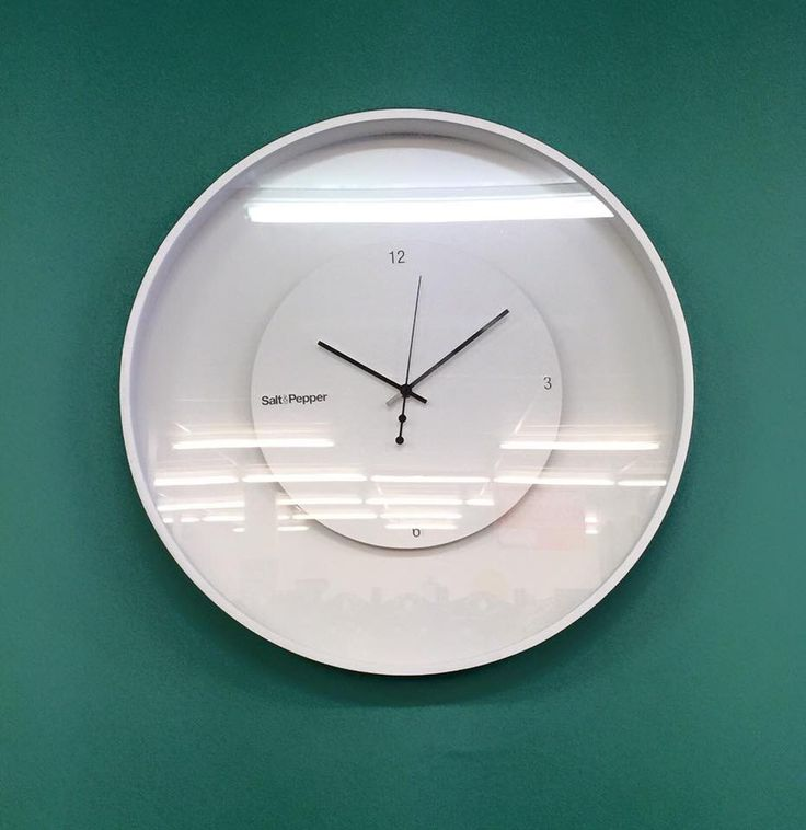 S&P floating face clock