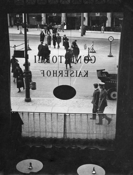 Blick aus der Konditorei im Hotel Kaiserhof in Berlin, 1934