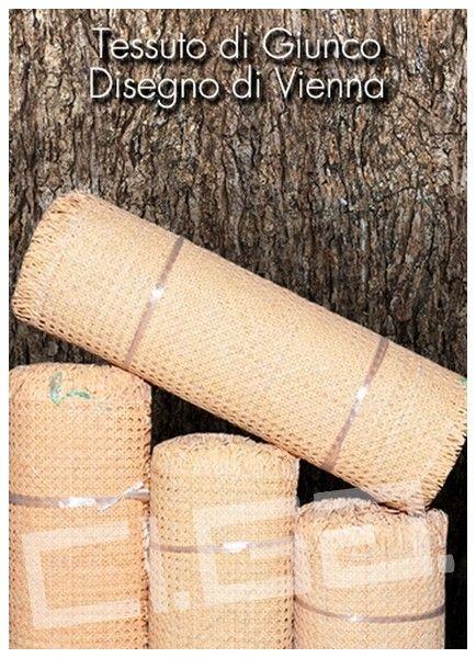 tessuto di giunco disegno di vienna - Ci.Ga. Import / Export s.r.l. importa e commercializza materie prime di alta qualità: tessuto di vienna, trafilato di giunco, canne di bamboo, radici, cresh, salice, midollino di giunco, manao,malacca, manila, vimini, erba palustre, cordoncino cinese e filati in carta cellulosa di ogni genere.
