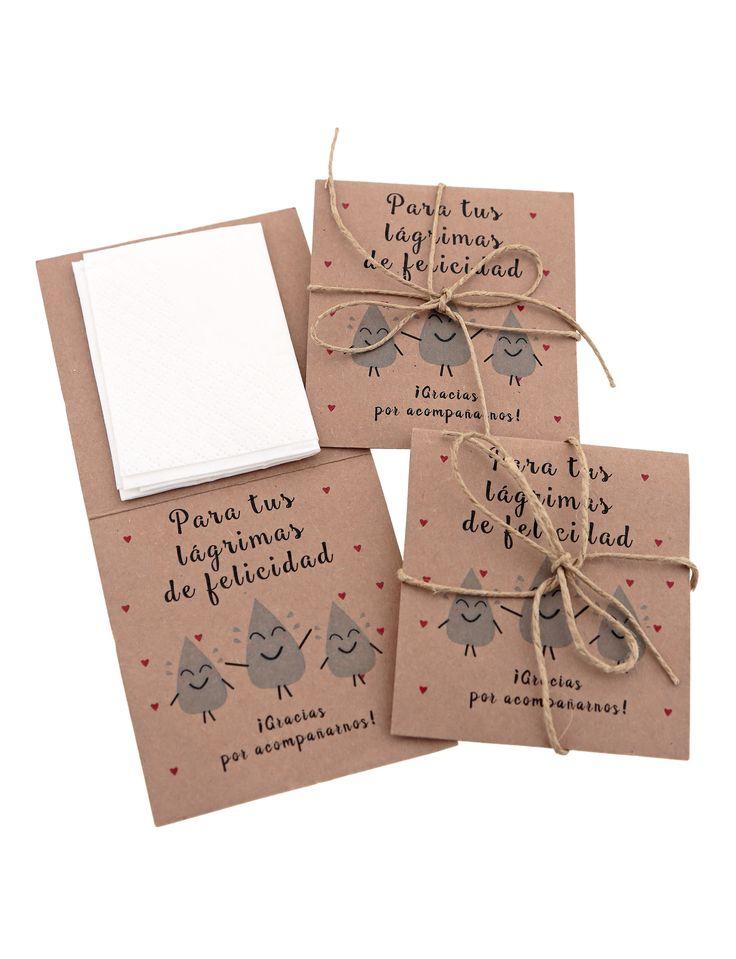 Porque las bodas tienen ese punto de emoción que nos hace llorar a todos. Regala estos sobres de pañuelos a tus invitados para sus lágrimas de felicidad.