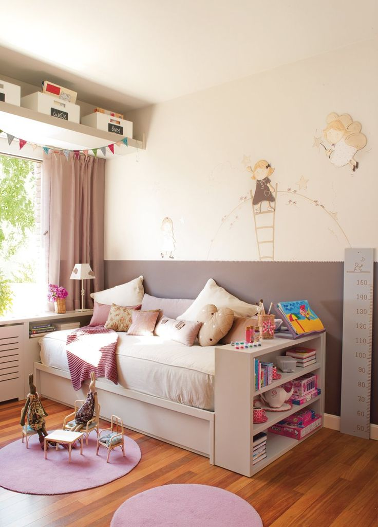 ...love, love, love this sweet sofa-bed with book shelf.....Maxi ideas para mini habitaciones · ElMueble.com · Niños Complementos de www.blaubloom.com