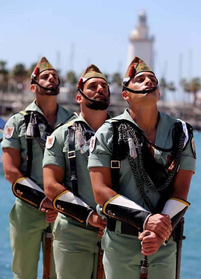 Desfile de legionarios y militares en el Puerto de Málaga (ES), en homenaje a Don Bernardo De Galvez, héroe de la guerra de independencia americana.