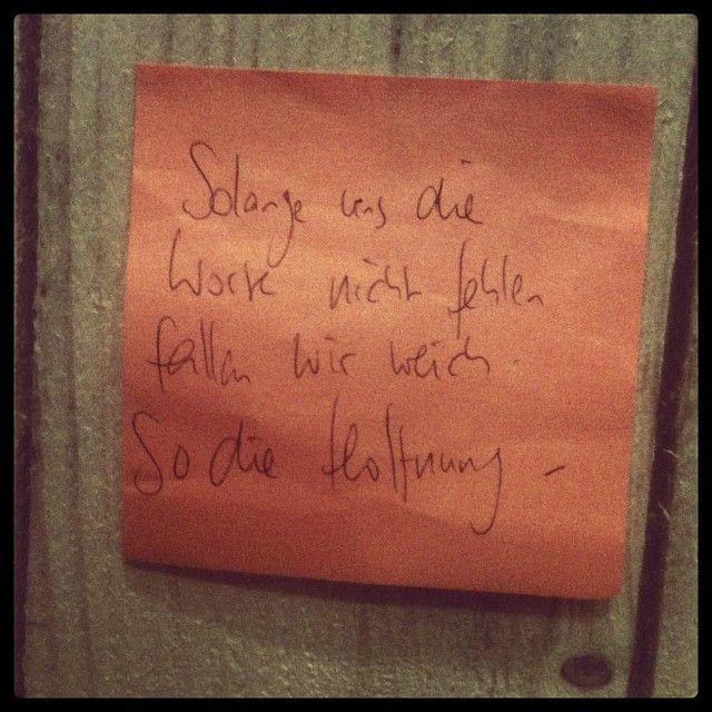 """""""Solange uns die Worte nicht fehlen fallen wir weich. So die Hoffnung"""" - der wunderbare #denkzettel der Rike Schmid #litmuc13"""