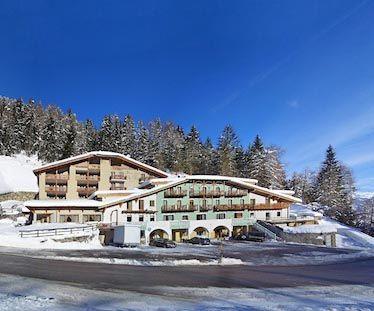 Hotel Chalet Al Foss*** Vermiglio - Via Nazionale, 2/A info@hotelchaletalfoss.it Tel. 0463 758161  #valdisole #trentino #dolomiti #travel