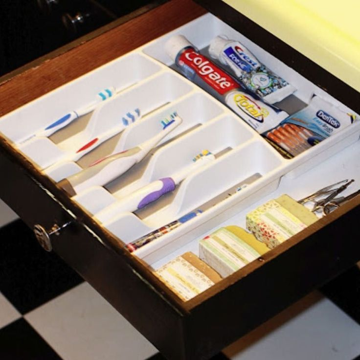 An oldie but a goodie! Anyone who knows me KNOWS that I skeeeeeeve bathrooms and germs.  The toilet seat cover must ALWAYS be down towels are kept far from the toilet and if it were up to me I'd keep the tooth brushes in the bedroom. Call me crazy or OCD  but in my opinion tooth brushes should be covered. Have a drawer in your bathroom? What a great idea?!! #bathroom #idea #storage #organized #organization #ocd #teeth #clean #newhome #apartmentliving #family #pinterest #hgtv #longisland…