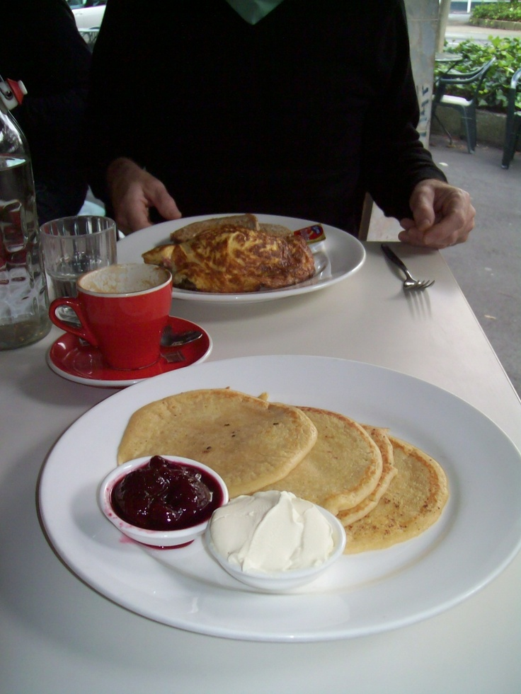 Ricotta pancakes with plum compote and marscopone