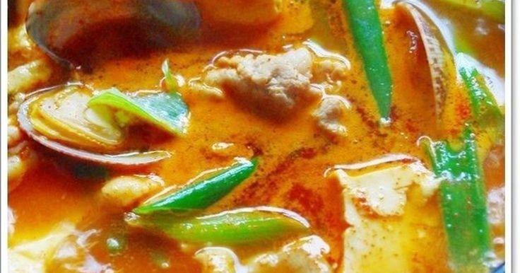 韓国の人から教わった本場のスンドゥブチゲ♪のレシピです。簡単なのにメッチャ美味しいですよ。つくれぽ1190人ありがとう♡