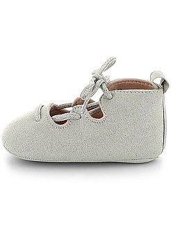 Chaussures, chaussons - Ballerines à lacets - Kiabi (7,00€. Promo à 5,60€)